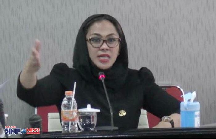 Bupati Karawang dr. Cellica Nurrachadiana
